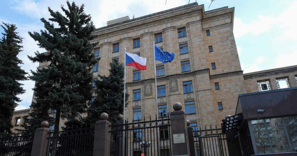 Moscow has told Prague how many people will remain at the embassies.  Four Russians leave the Baltic states Aeroslas