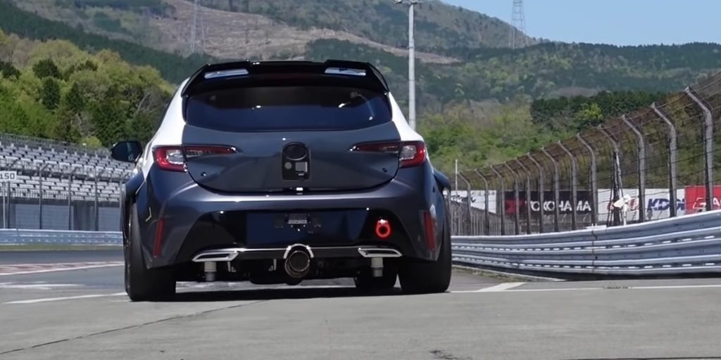 Toyota Corolla burning hydrogen looks good.  The pilot says the car is not much different from a gasoline car - AutoRevue.cz