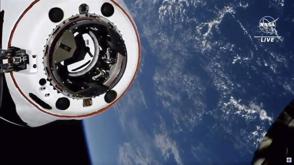 Four astronauts arrived at the space station, and were transported by Musk's Crew Dragon - T24 - Czech TV