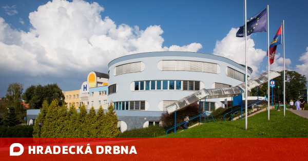 Náchod Hospital helps elderly people register for vaccination Health News Hradika Trained