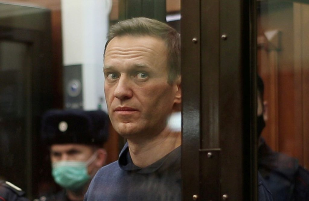 Navalnyj has protruding tablets, and Amnesty International has described his imprisonment as torture