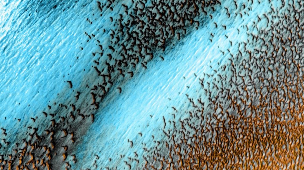 The Odyssey spacecraft sees blue dunes on Mars