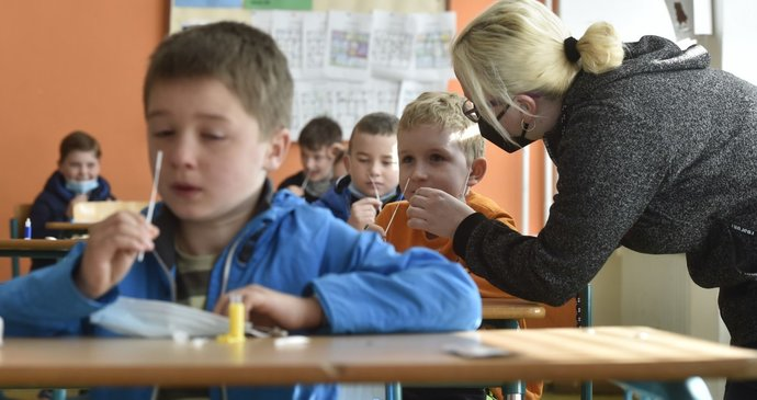 Instruction has been resumed for primary school pupils at Rovnini Primary School in Hluchen in Opava Region (April 12, 2021)