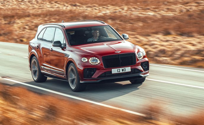 The new Bentley Bentayga S comes with a V8 engine and focuses on sporty driving
