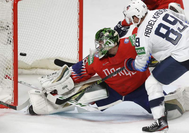 The United States finished fourth in a row in World Hockey, beating Norway 2: 1.