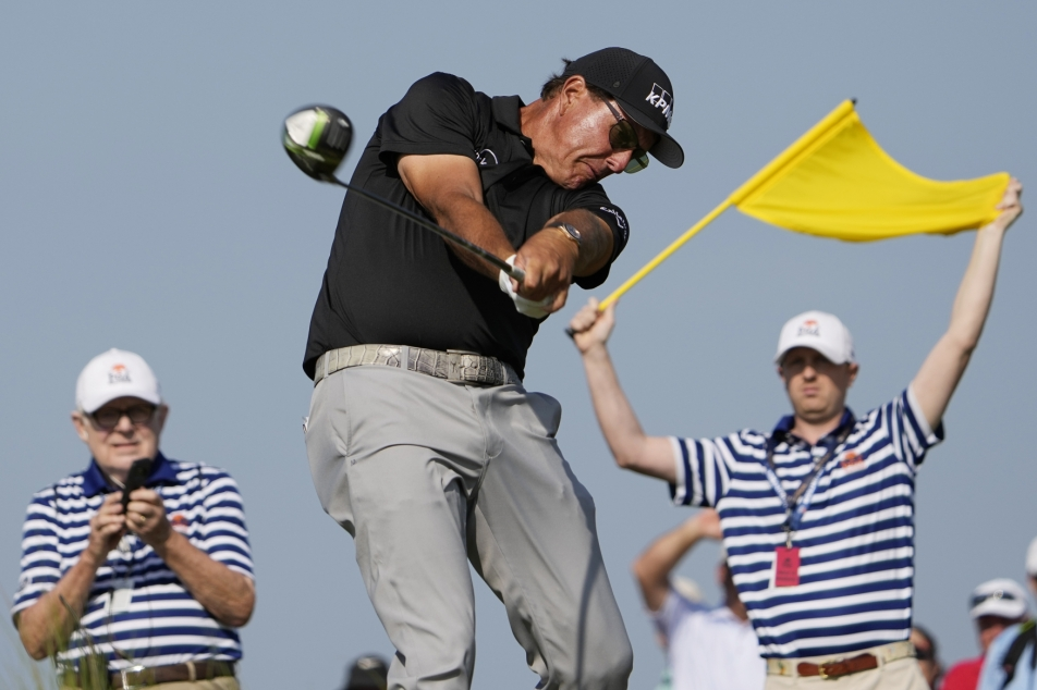 After two rounds of the PGA Grand Prix, veteran Mikkelson - T sport - leads Czech television