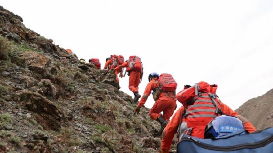 Running turned into a fight for life.  At least 21 people died during a mountain race in China due to the weather - T24 - Czech TV