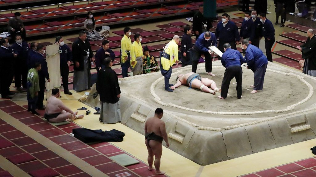 The terrifying fall on his head ended tragically.  The death of a Japanese warrior will change the entire sumo