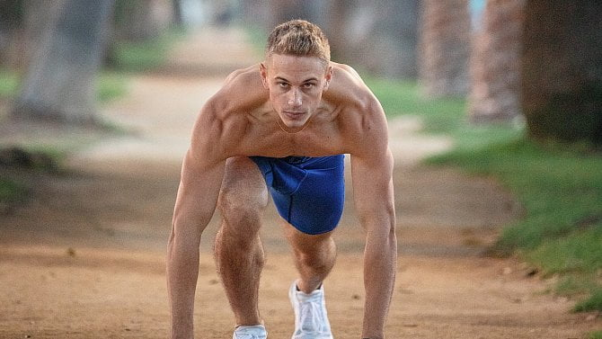 The ideal training plan consists of 4 components: stretching, cardio, strength training, and endurance