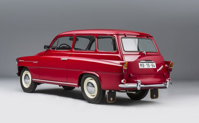The first Octavia Combi was launched 60 years ago.  Do you know the size of her bag?  And she offered bedding?
