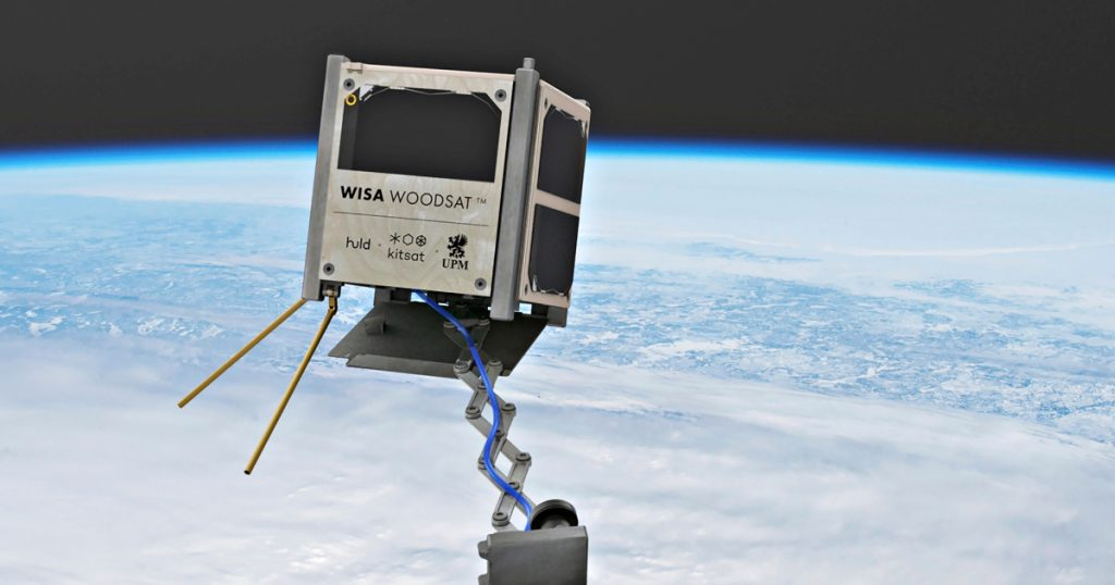 """The first wooden satellite sends strange """"experimental"""" sensors into space 