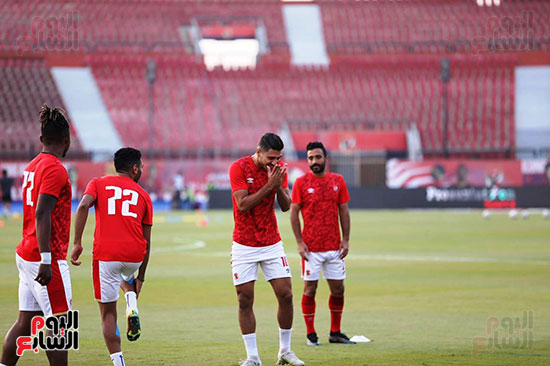 Al-Ahly players warm up (3)