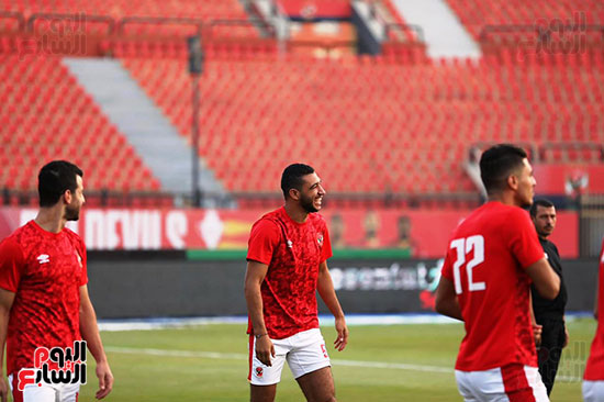 Al-Ahly players warm up (6)