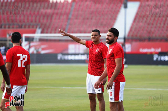 Al-Ahly players warm up (2)