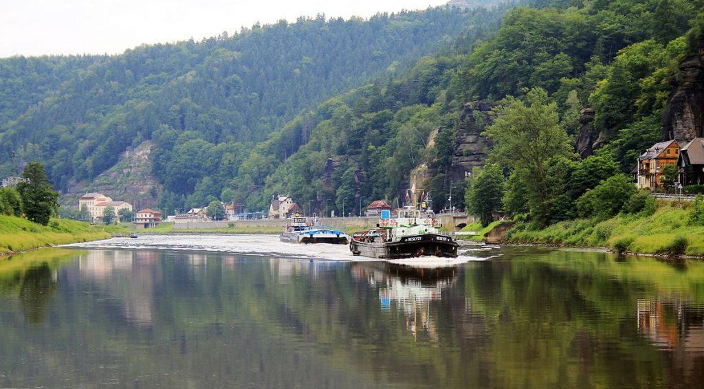 A ship from Hamburg to Pardubice?  The Czech Republic and Germany Fira signed an agreement on Elbe . Maritime Navigation