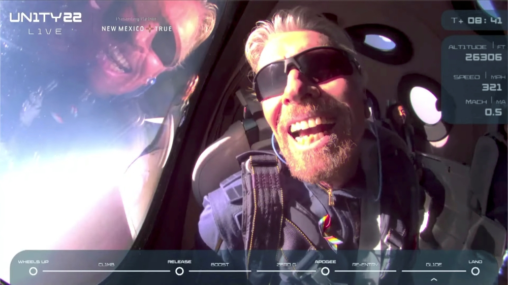 Announcing the beginning of a new era.. Richard Branson succeeds in the first passenger flight into space and returns safely (photos)
