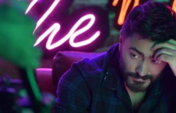 """Tamer Hosny presents the clip of his new song """"Saabah"""" and the appearance of the voice of Mohamed Abdel Wahab.. Video"""