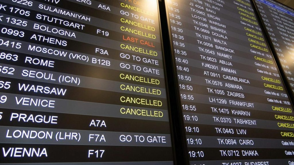 The strike suspended hundreds of flights to and from Lisbon.  This also applies to contact with Prague