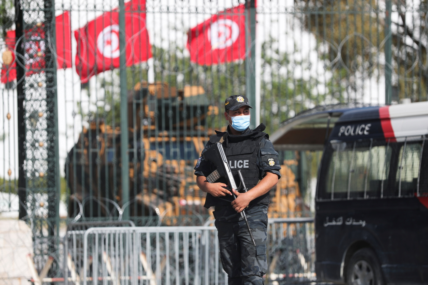 Tunisia..Security forces surround the Dean of Lawyers to arrest lawyer Mahdi Zagrouba in a case