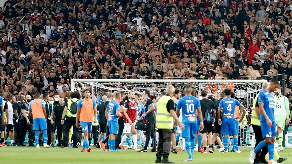 Watch.. The match between Nice and Marseille was suspended due to fans storming the stadium and the outbreak of a mass quarrel