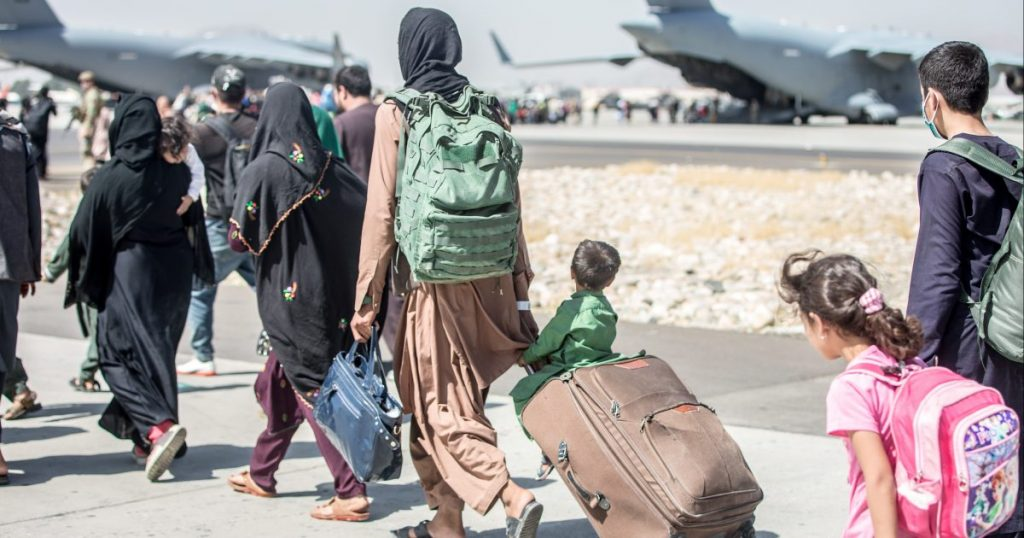 The New Afghan Reality: Dysfunctional Offices, People Without Money, Young People Flee.  But some support the Aeroslas Taliban