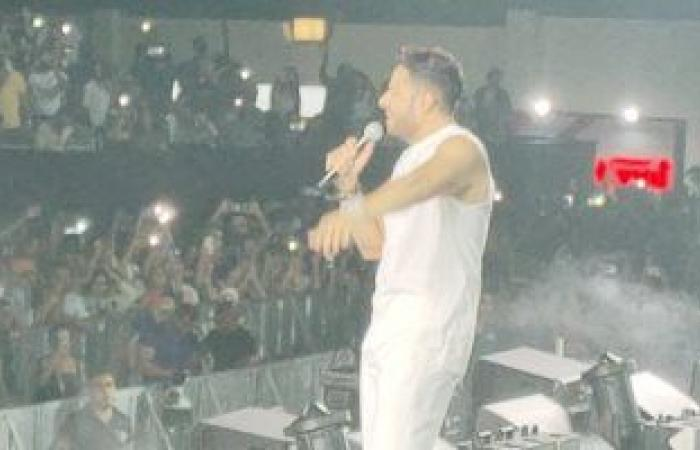"""Mohamed Hamaki starts the Sahel party with the song """"Nefsi stay beside him"""" .. Video"""