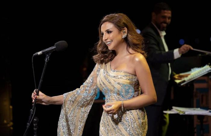 """Watch .. Angham surprises the audience and sings: """"And people say, you donkey."""""""