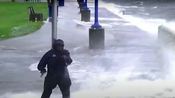 Watch .. A journalist with a salary of 10 million dollars is threatened by an American hurricane