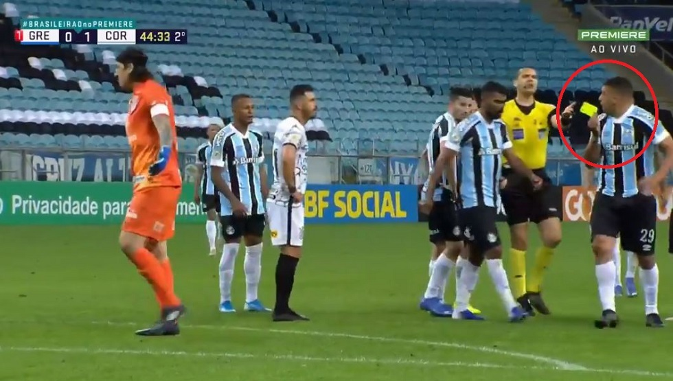 Watch .. A player steals the yellow card from the referee before the surprise