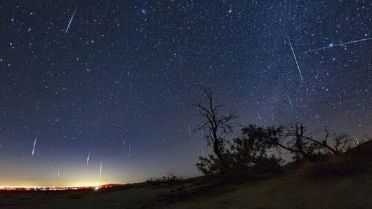 A live broadcast monitors a dazzling and rare meteor phenomenon in the sky of Hawaii