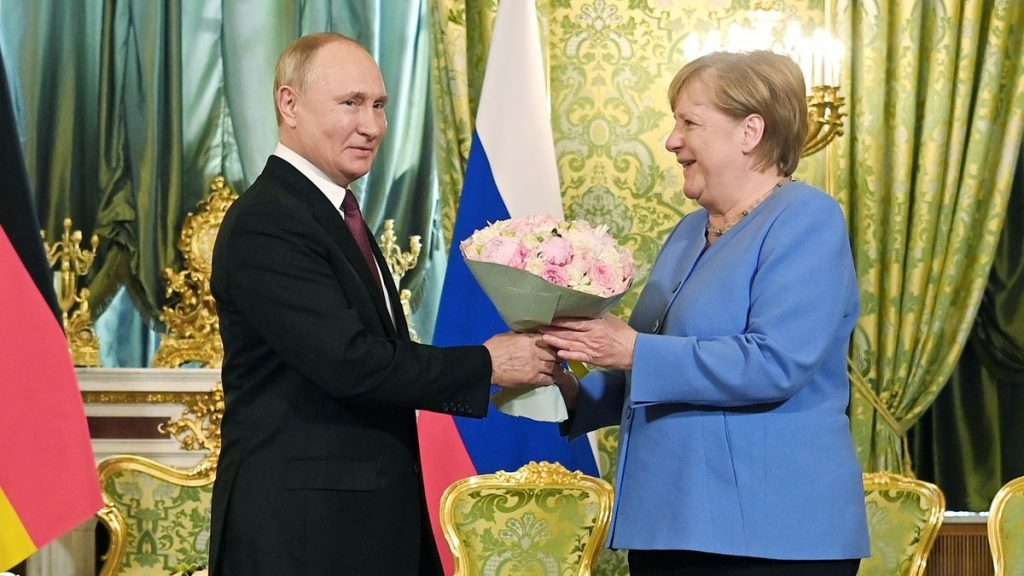 Despite differences, Merkel wants dialogue with Russia