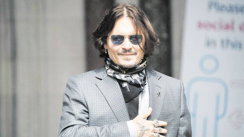 Johnny Depp looks at his fans from the gate of the American Film Festival