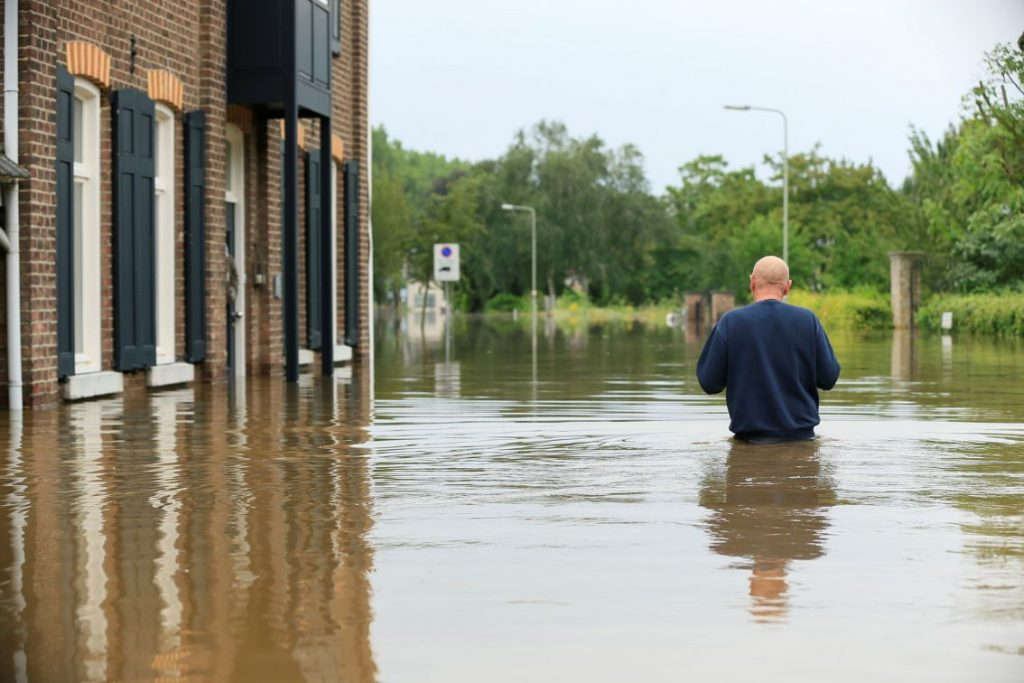 Newspaper: Some parts of Britain may be under water by 2030