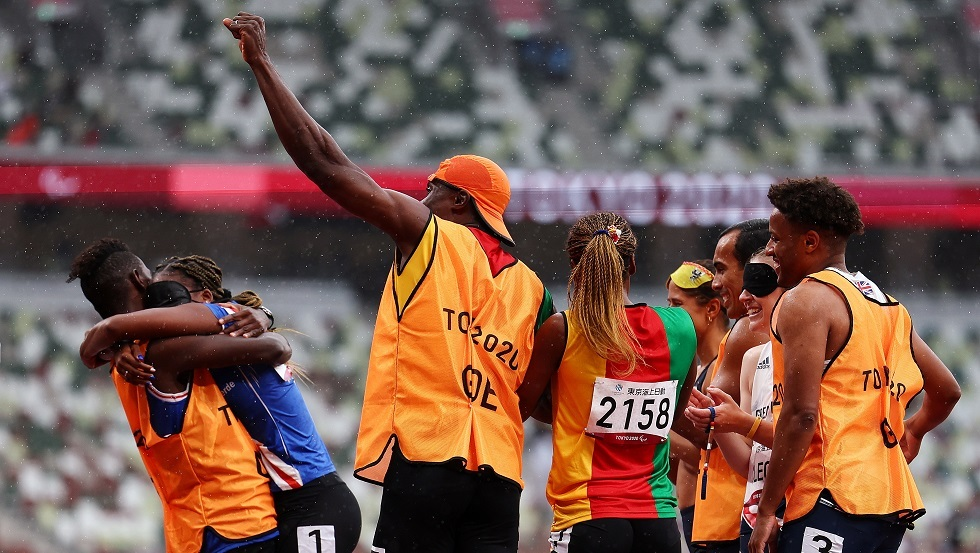 Watch... a runner's loss ends in a romantic surprise at the finish line