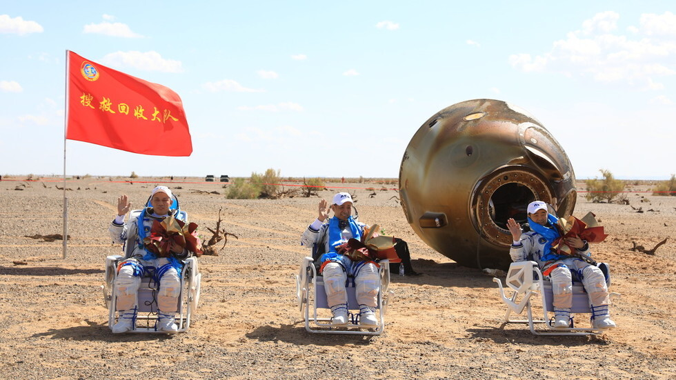 Chinese space station builders return safely to Earth