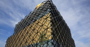 """Birmingham Library .. 33,500 square meters and burned twice, and includes a private room for """"Shakespeare"""""""