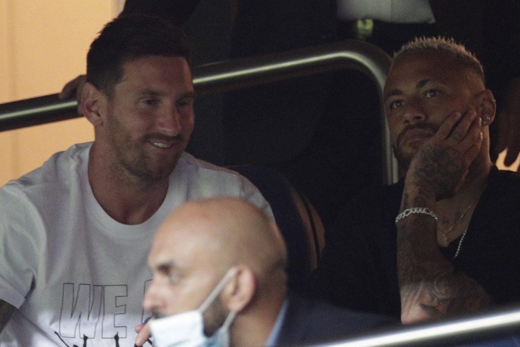 Messi and Neymar face to face in a fiery summit