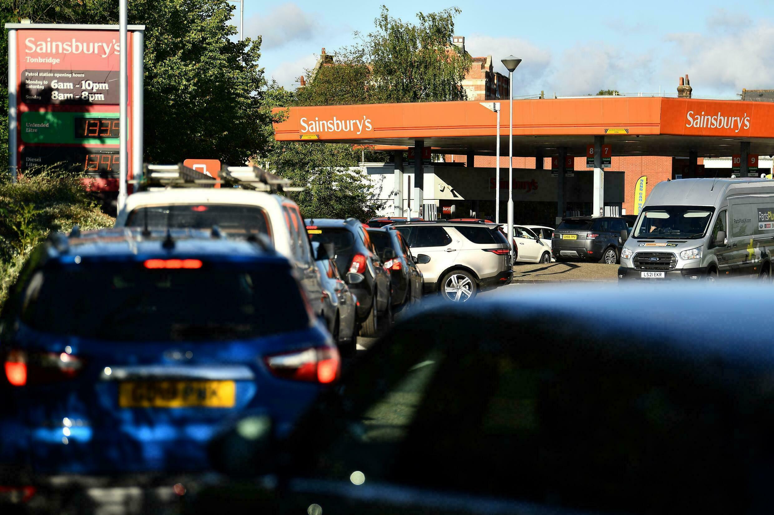Motorists line up to refuel in southern England on September 24, 2021